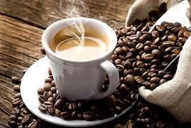 taza cafe, café en grano, café humeante